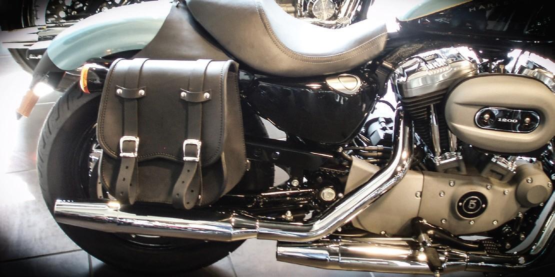 Scout – Borsa in cuoio montata su moto